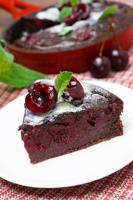 Clafoutis au chocolat et cerises pause gourmande for Dessert avec des cerises fraiches